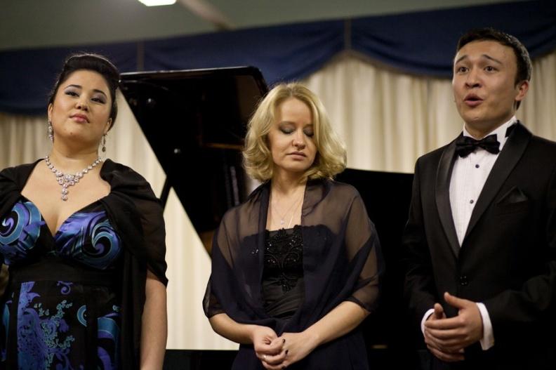 Osimo, Sede Accademia d'Arte Lirica, Sala Mozart – 9 dicembre 2012. Solisti dell'Accademia d'Arte Lirica, al pianoforte Mirca Rosciani.
