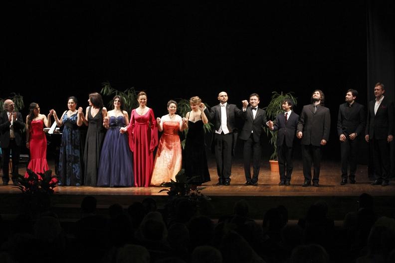 Montefano, Teatro La Rondinella – 27 aprile 2013. Solisti dell'Accademia d'Arte Lirica, al pianoforte Alessandro Benigni.