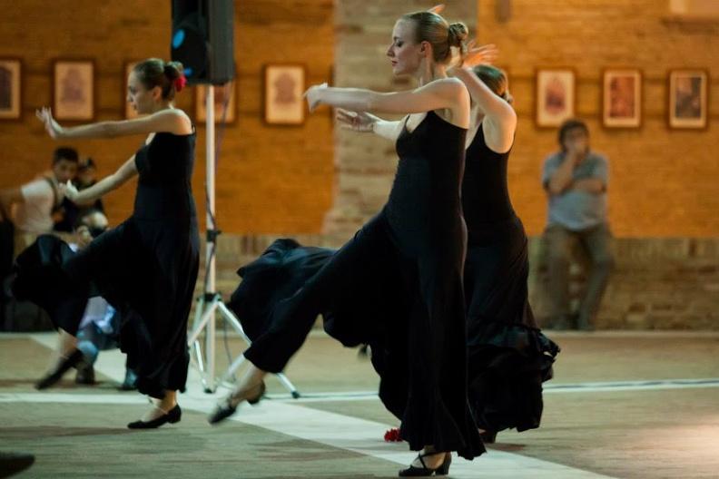 Osimo, Chiostro San Francesco – 6 giugno 2014. Solisti dell 'Accademia d 'Arte Lirica, al pianoforte Mirca Rosciani.