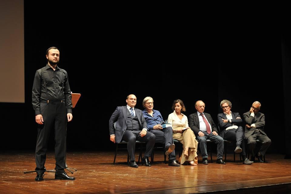 31 Maggio 2018 i Solisti dell'Accademia d'Arte Lirica di Osimo sono intervenuti alla presentazione della mostra di Giorgio de Chirico al Teatro la Nuova Fenice di Osimo con Vittorio Sgarbi.