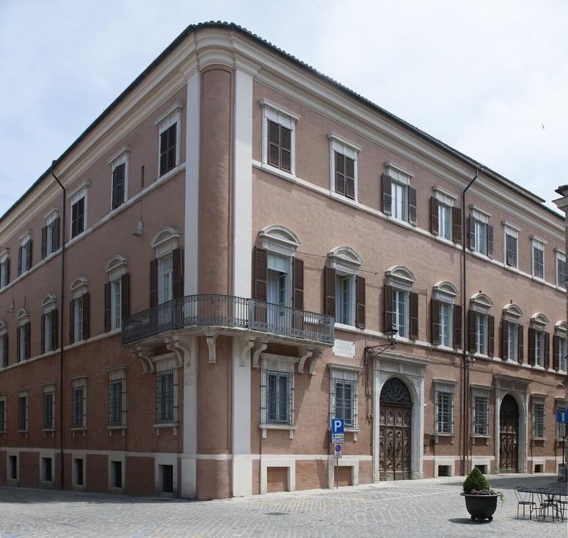Palazzo Gallo - Piazza Dante n. 7 - Osimo (An) Italy